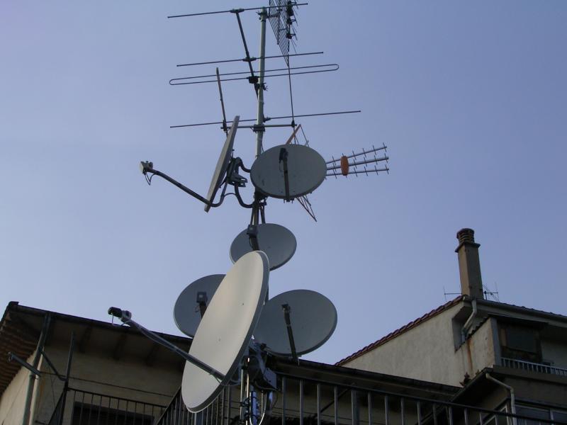 Sanea instalaciones de antenas de televisi n y for Antenas de tv interiores